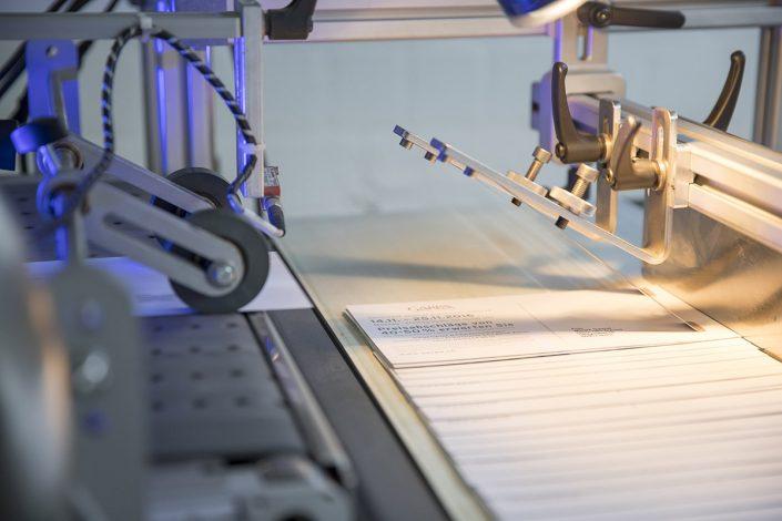 Tintenstrahldruckmaschine mit UV-Trocknung