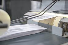 Fließband mit Briefumschlägen