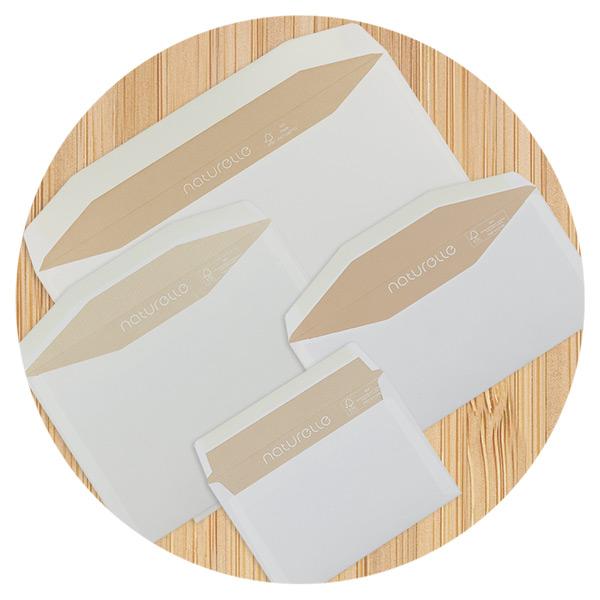 Cremeweiße Kuvertierhüllen