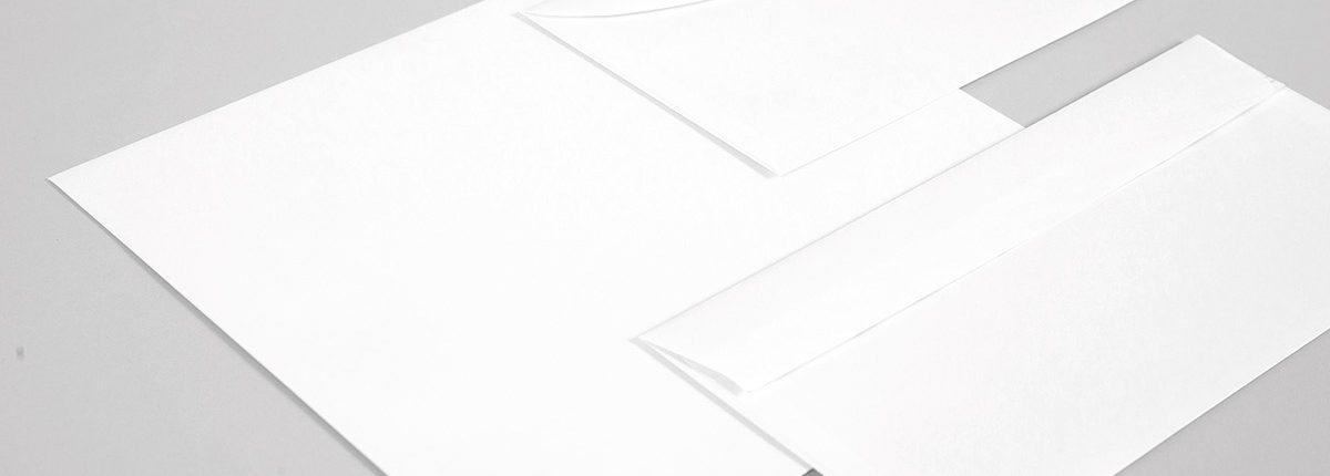 Weiße Briefhüllen