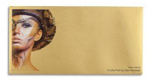 Briefumschlag mit Weißdruck